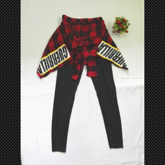 Leggings with flannel around waist attached