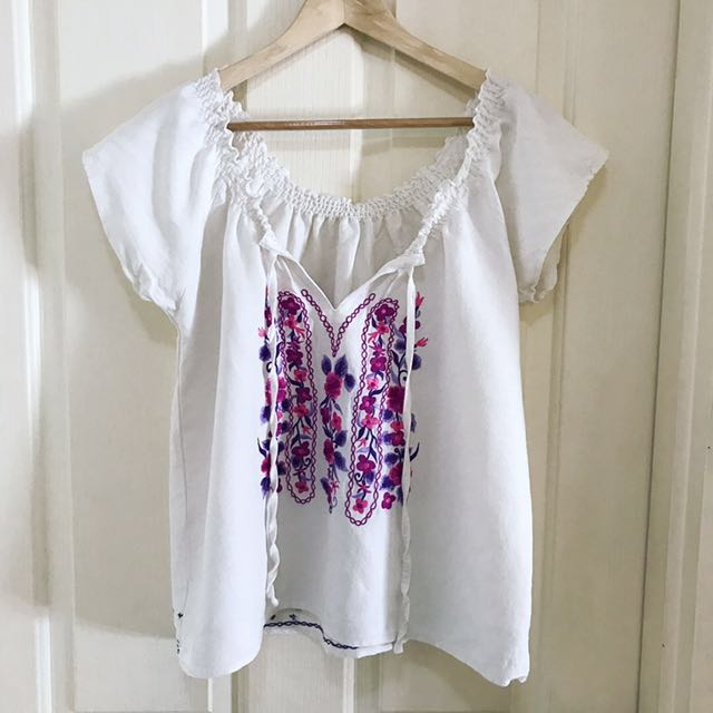 Minkpink embroidered top Sz M