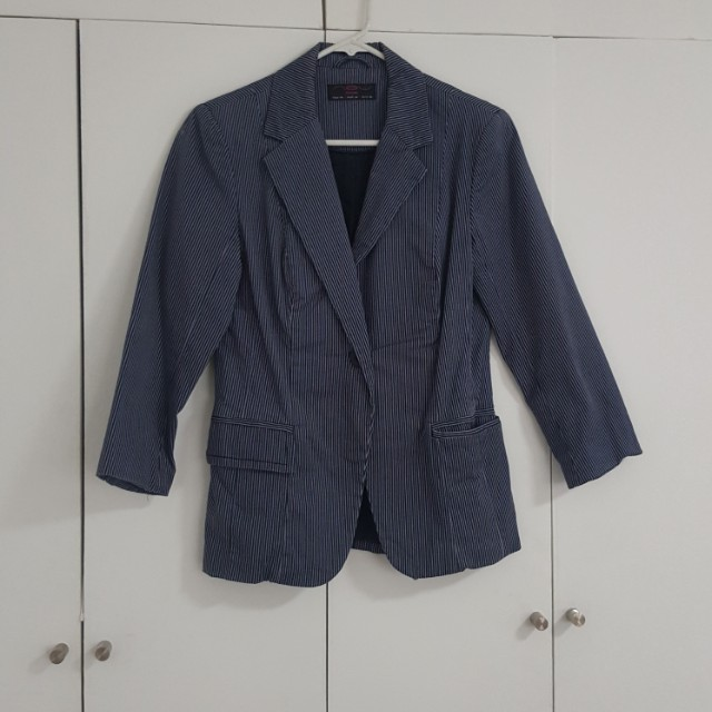 NEW LOOK BLUE PINSTRIPED BLAZER SIZE 40 OR MEDIUM