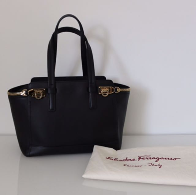Salvatore Ferragamo Medium Verve