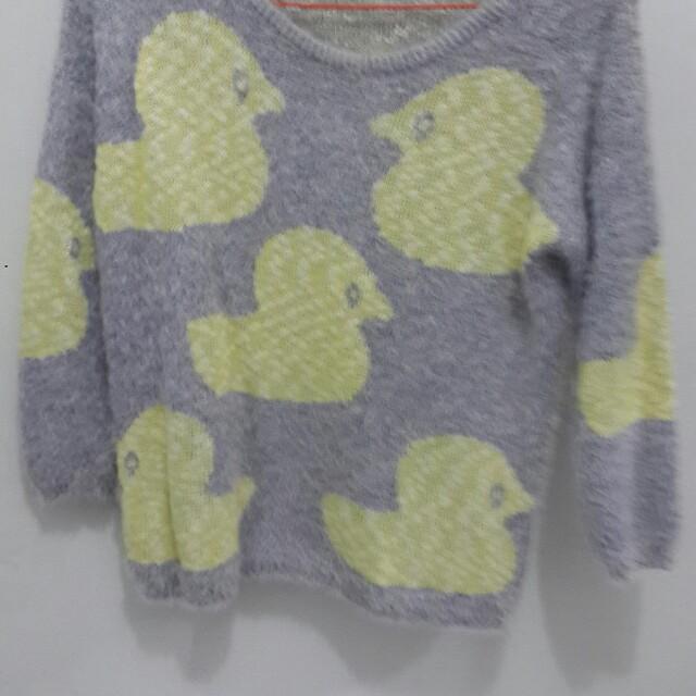 Sweater duck rajut bulu
