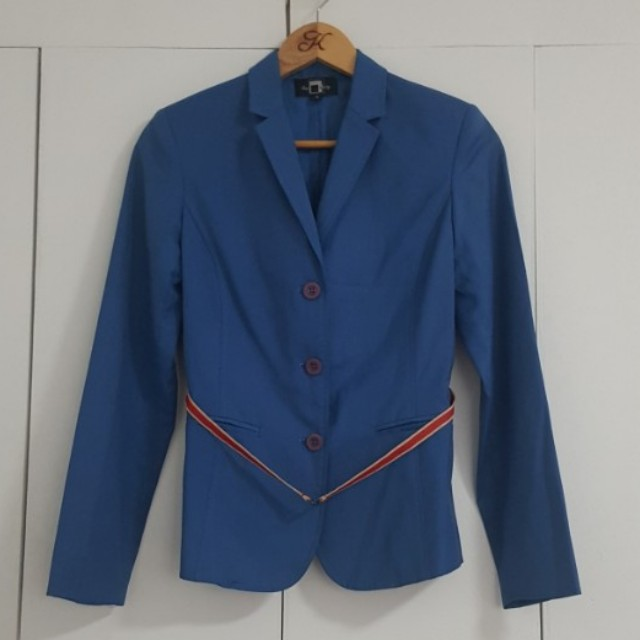 THE BLACK SHOP BLUE BLAZER WITH RED AND WHITE GROSGRAIN BELT SIZE SMALL