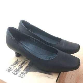 Lanew 黑色高跟鞋