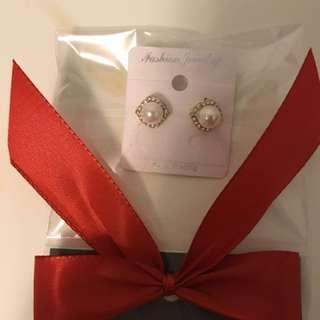 Gold plating Pearl stud earrings