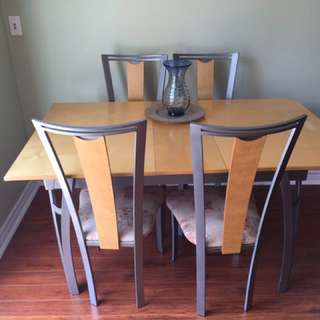 Table + 4 Chairs