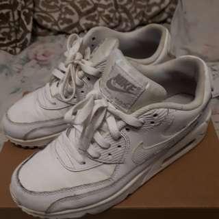 Selling Nike Reebok Jordan Converse Vans shoes