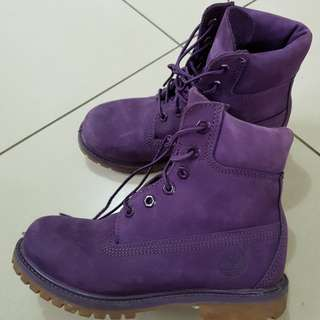 Purple timberland size 6. Like new condition. No sign of used