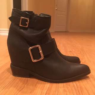 women boots brought from little burgundy size7.5