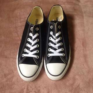 Brand New Converse Black Canvas Size 8.5W