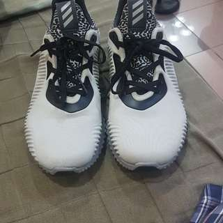 Adidas Alphabounce Size 6.5 mens/ 7.5 womens