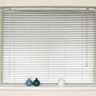 Window blind (preloved)