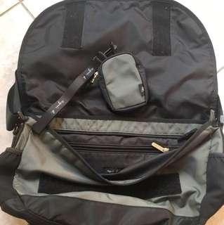 Agnes b側背包
