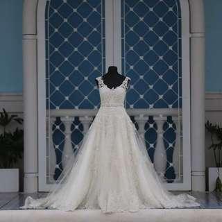 Preloved wedding gown w/ complete accessories