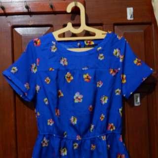 Baju bunga biru