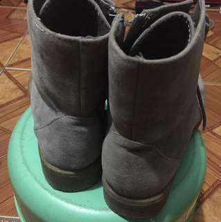 Sugar Kids gray boots size 34