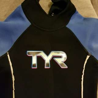 TYR wetsuit for kids size 4
