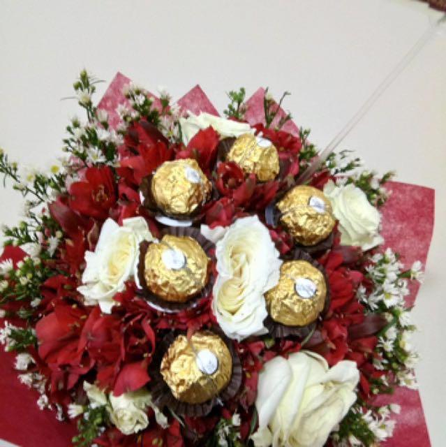 6pcs roses with Fererro Chocolates