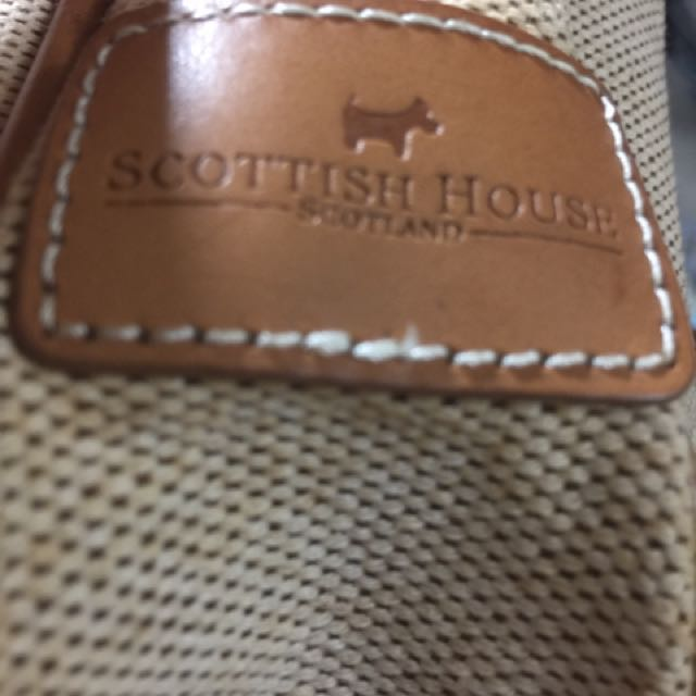 降價啦!800元。SCOTTISH  HOUSE   皮是真皮