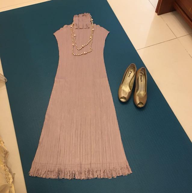 藕色皺摺洋裝