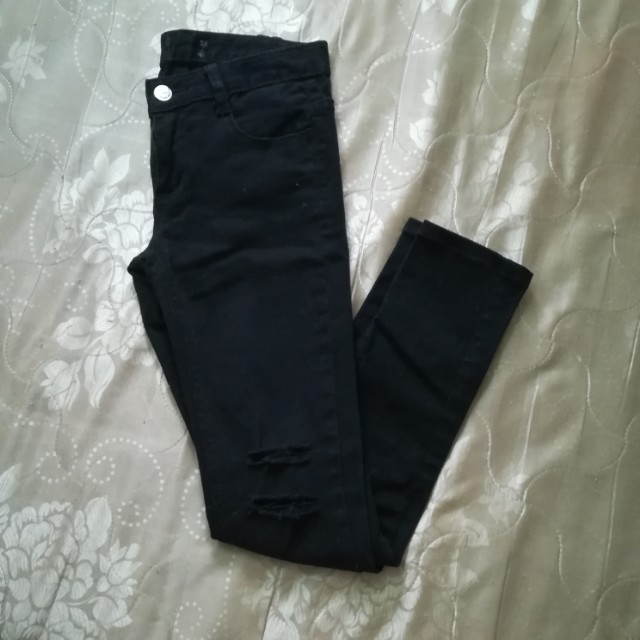 Black ripped knee skinny jeans