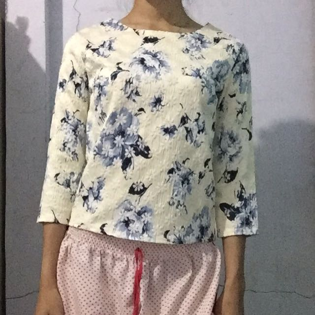 Blouse / top / shirt / casual top