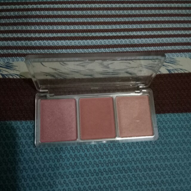 Catrice Blush trio in CorAll I need 90% left