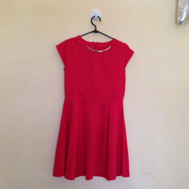 Dress merah ada deffect