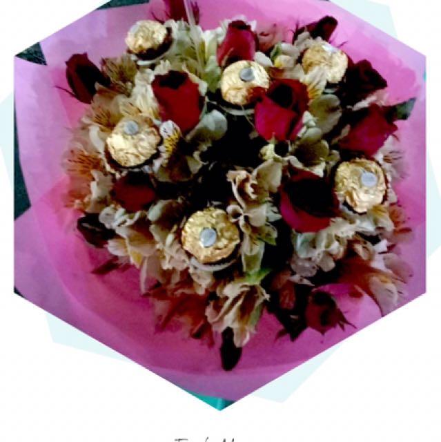 Flower bouquet with Fererro chocolates