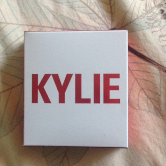 Kylie Cosmetics - Eyeshadow And Literally Gloss