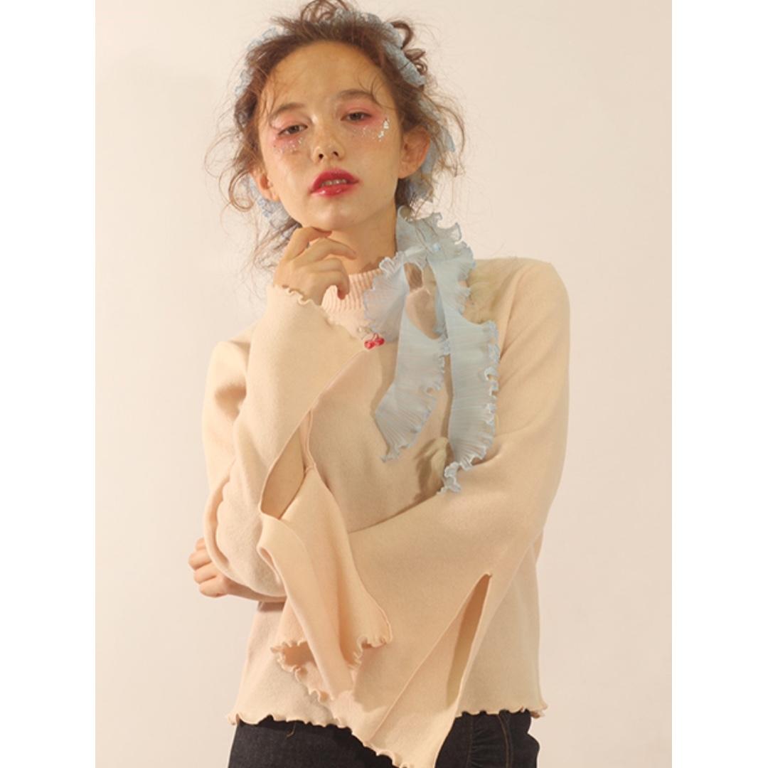 mamelle杏色櫻桃刺繡開岔寬袖小高領上衣