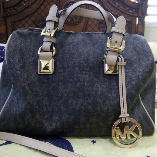 9f0200e6ebf5 Preloved Michael Kors Handbag, Luxury, Bags & Wallets on Carousell