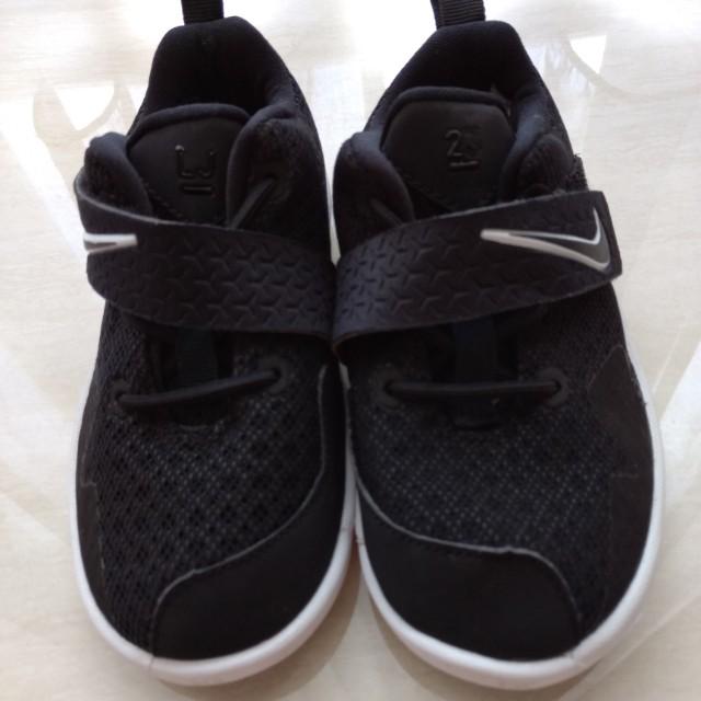 newest a37b3 cf0ce Preloved Nike LeBron James sz 10 insole 16 cm, Babies & Kids ...