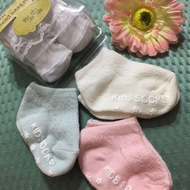 Socks 0-3mos