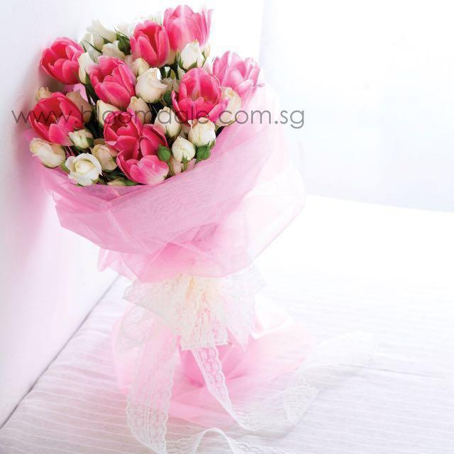 Sweet Romance Hand Bouquet Fresh Flowers, Design & Craft, Handmade ...