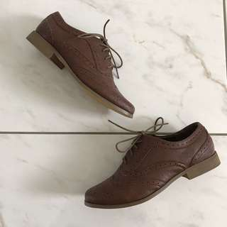 Forever21 - sz 7 brown oxfords