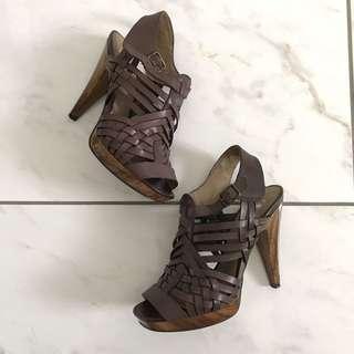 Jessica Simpson - sz 5.5 brown strappy heels