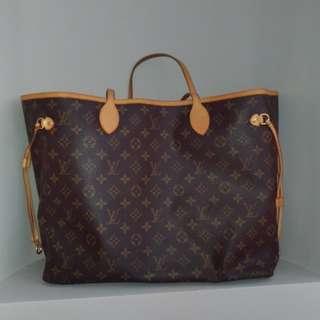 Like new Louis Vuitton tote bag
