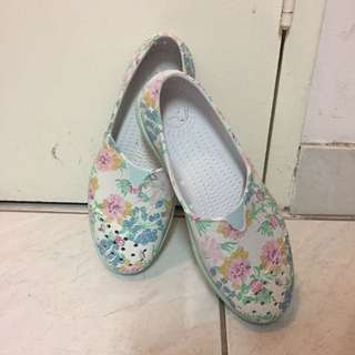 Native shoes. Size 7
