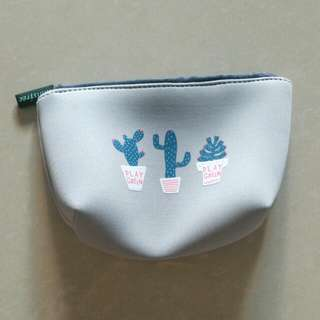 *BRAND NEW* INNISFREE Pouch