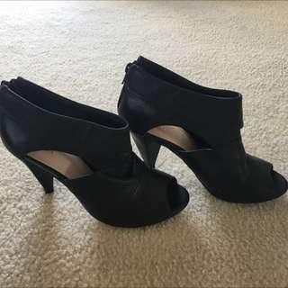WITTNER Black Leather Heels (size 37)