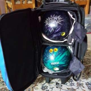 4xBowling balls, Brunswick and Leylon bowling bags