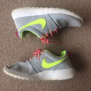 Nike Roches