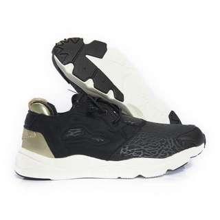 全新*Reebok 爆裂 黑金 運動鞋