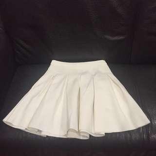 挺身白色百褶裙