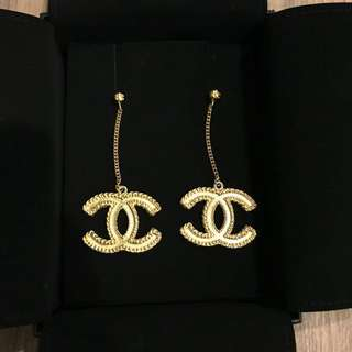 Chanel earrings (only wear 1 time for photographing)