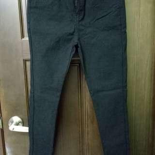 黑色超彈性顯瘦褲
