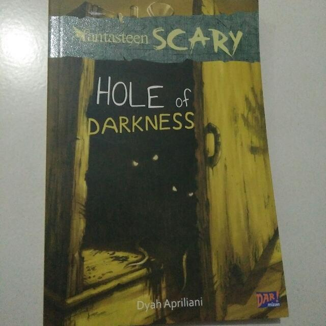 Buku Fantasteen SCARY- Hole Of Darkness