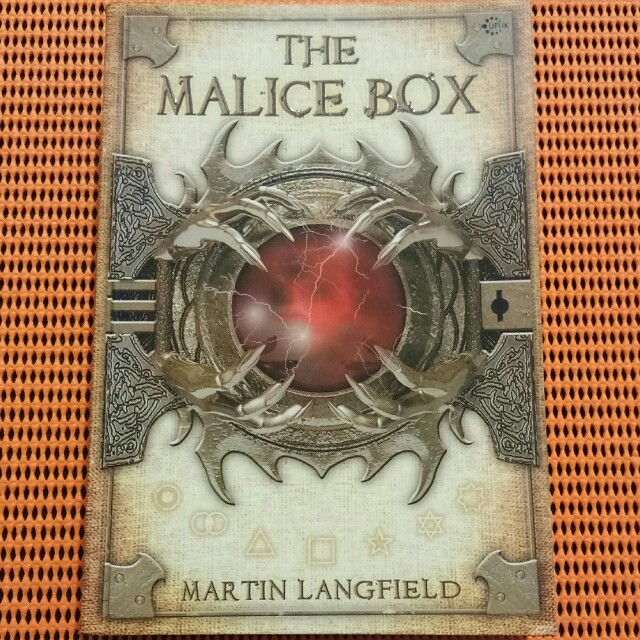 Buku Novel The Malice Box - Martin Langfield - Ufuk Press, Bhs. Indonesia