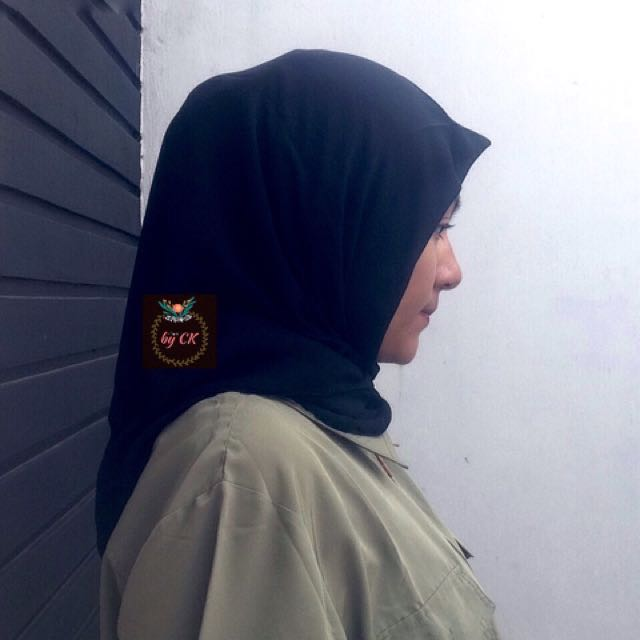 Daily hijab square