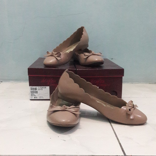 Daphne Nude Flat Shoes Size 6 1/2
